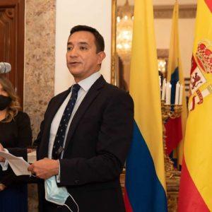 oscar-oviedo-premio-embajada-colombia (4)